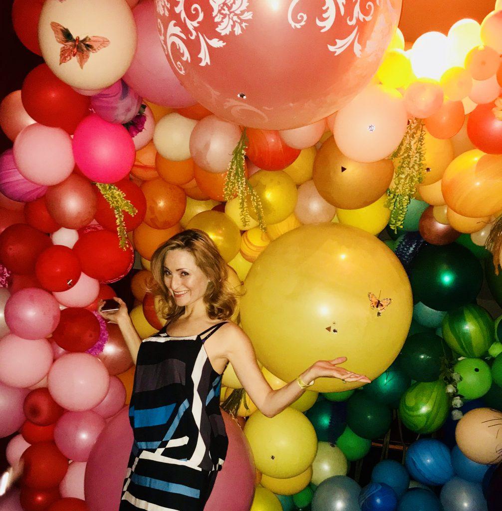Rainbow balloon wall - Balloon Dress
